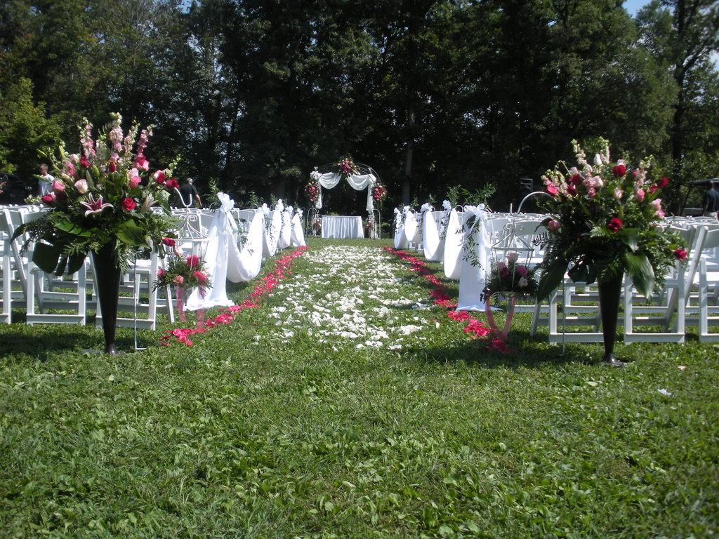 Outdoor%20wedding[1].full